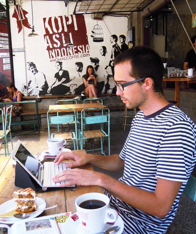 Práce z kavárny v Ubudu