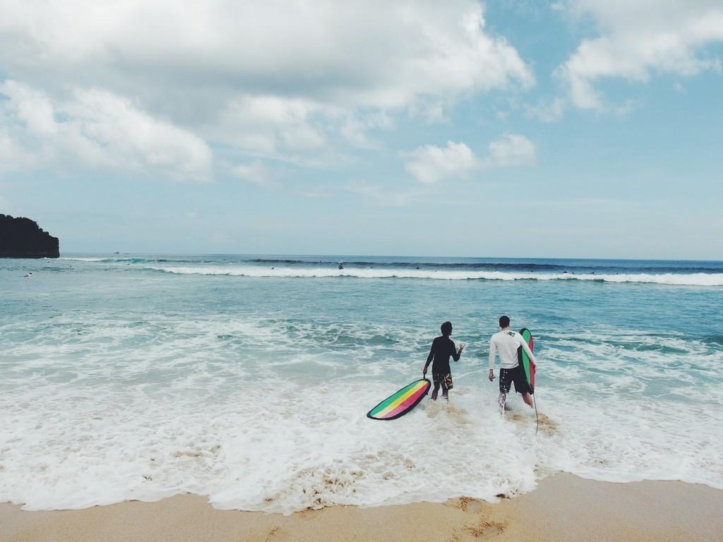 Surfování na Bali s kamarádem Lukášem, kterého pustili nomádovat na měsíc z jedné vélké korporace