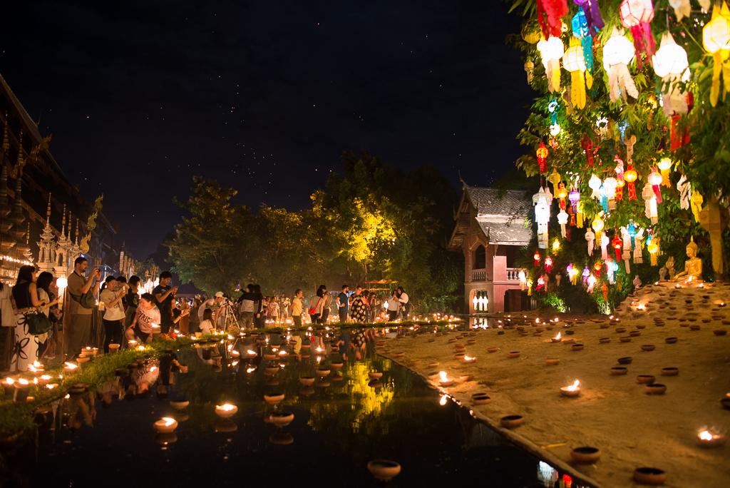 Oslavy svátků Yi Peng a Loi Krathong v Chiang Mai