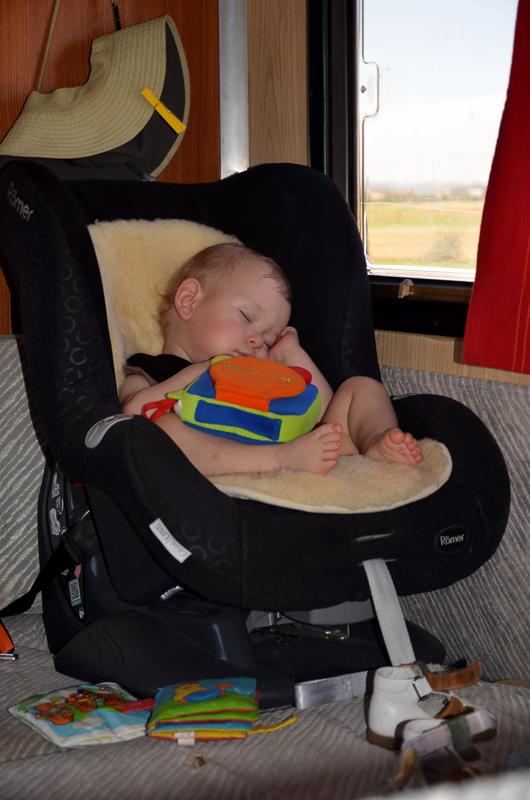 11měsíční dítě ještě část cesty prospí
