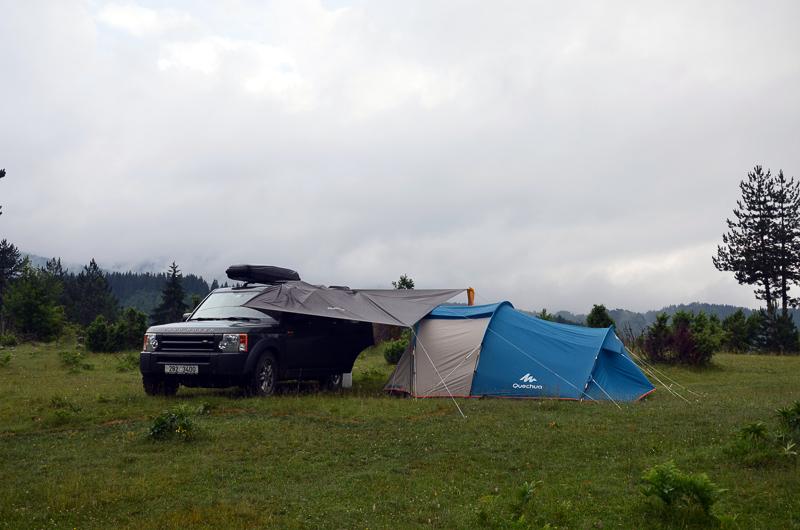 Někdy se staví stan v bouřce