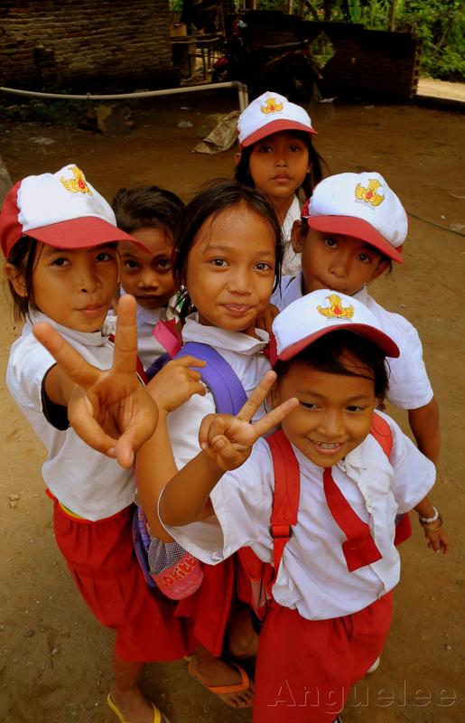 Bezprostrednost malych Indonesanu si proste za (1)