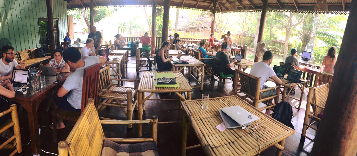 Digitální nomádi v thajském coworkingu KoHub