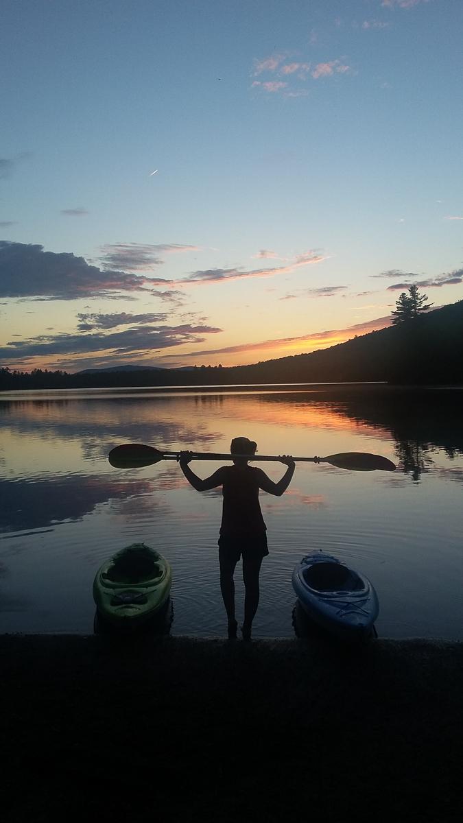 Kayaking na jezeře po práci