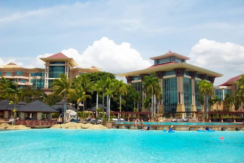 The Empire Hotel & Country Club – je libo procházku po nejdráže postaveném hotelu na světě?
