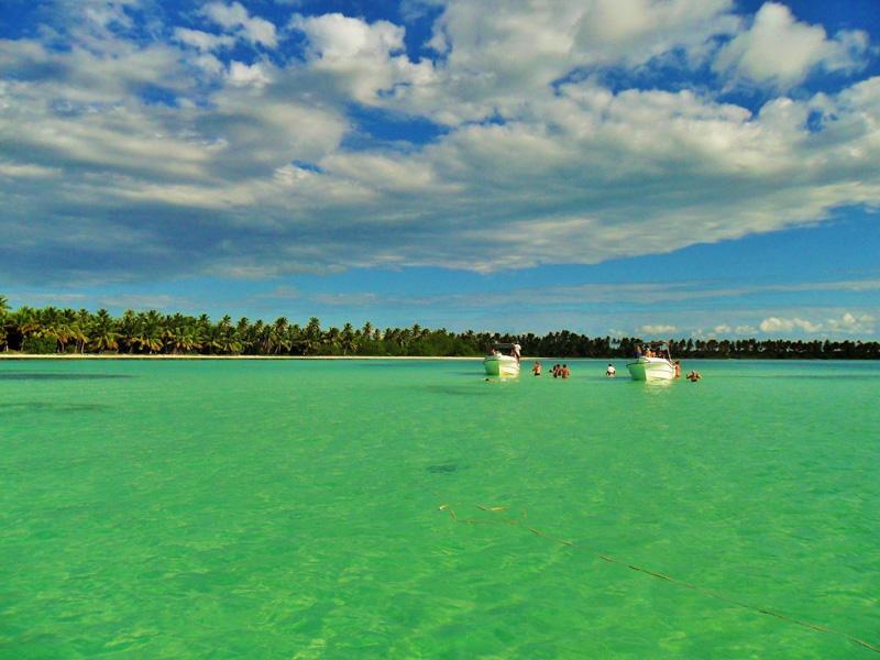 Při troše štěstí může vaše pracoviště vypadat třeba takhle (ostrov Saona, Dominikánská republika)