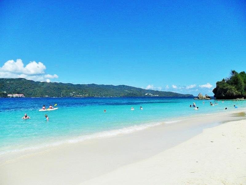 Cayo Levantado neboli Bacardi Island proslavila reklama na rum a dnes je každodenním cílem mnoha turistů