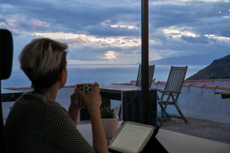 Výhled z kanceláře colivingu Wolfhouse Teide @Matúš Ficko