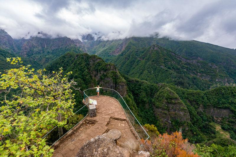 Lehká leváda vedoucí na údajně nejkrásnější vyhlídku na Madeiře – Balcóes