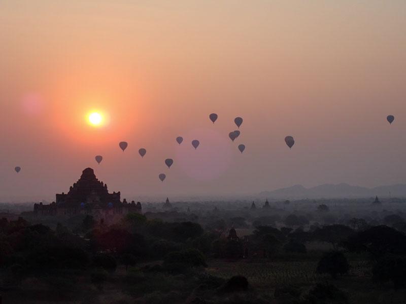 Na východ slunce v Baganu se vyplatí přivstat
