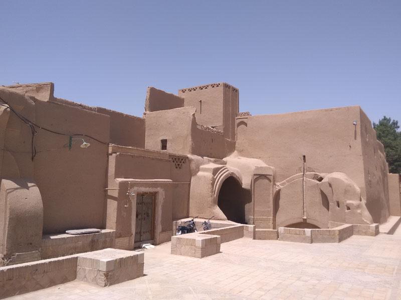 Původní hliněné domy v pouštním městě Yazd jsou stále obydlené