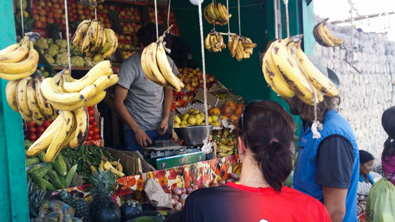 Hygiena je v rozvojových zemích velký problém, i když tento obchod s ovocem působí velmi malebně