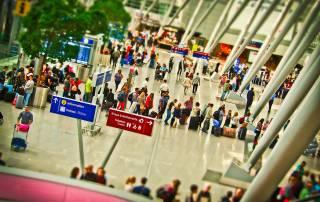 <b>Nebojte se cestovat letadlem s malými dětmi: kompletní návod od nákupu letenky až po samotnou cestu</b>