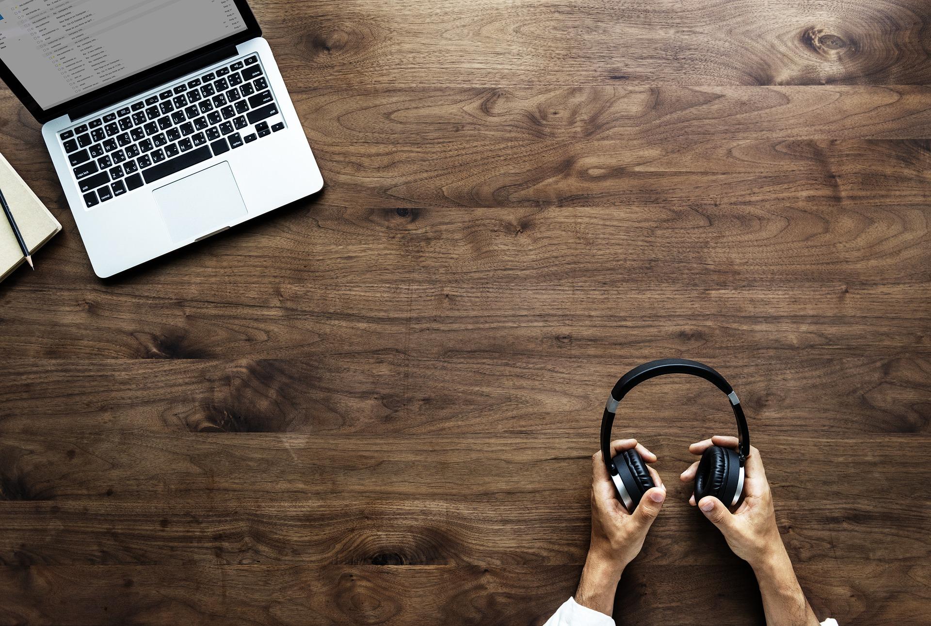 <b>Proč a jak se vzdělávat online? 86+ tipů, jak se ZDARMA naučit něco nového</b>