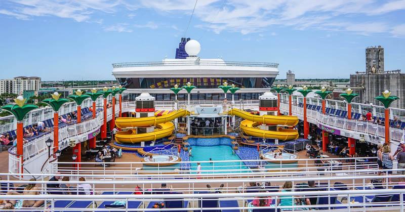 paluba zaoceánské lodi