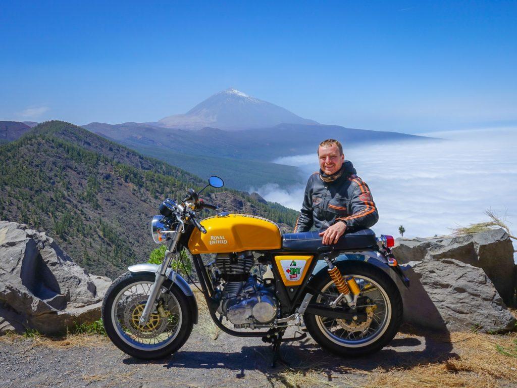 """Jindra Fáborský: """"Na motorce mám na cestách největší svobodu. Můžu jet rychle, ale když projedu kolem pekárny, pořád cítím tu vůni čerstvých croissantů."""""""