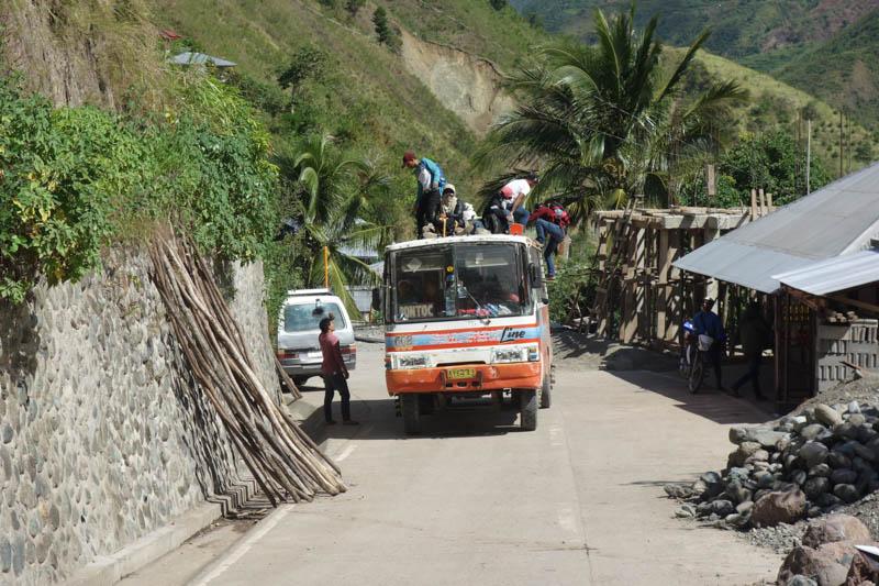 Autobus v horách severního Luzonu