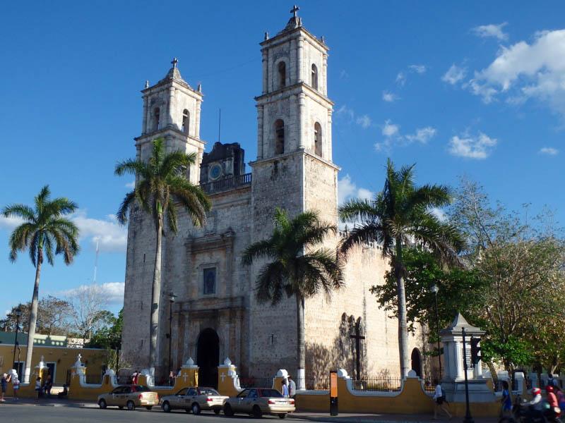 Kostel na hlavním náměstí ve Valladolid