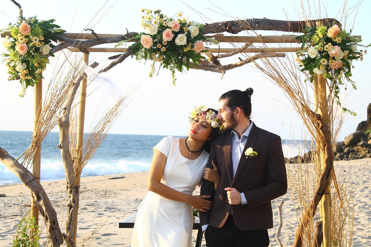 <b>Svatba s cizincem a svatba v zahraničí – jak se vzít a kde neudělat chyby v administrativě</b>